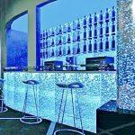 Пузырьковые колонны в баре в Молдове, Кишиневе